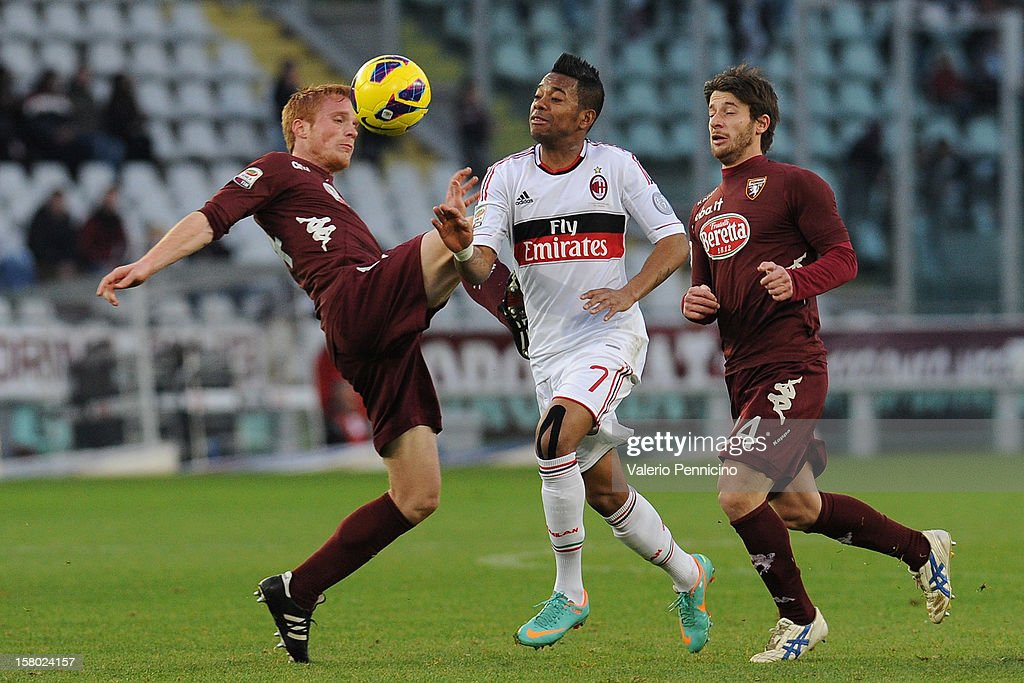 Robinho (C) of AC Milan in action against Alessandro Gazzi (L) and Gianluca Sansone of Torino FC tackles during the Serie A match between Torino FC and AC Milan at Stadio Olimpico di Torino on December 9, 2012 in Turin, Italy.