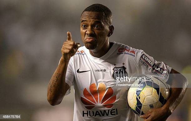 Robinho of Santos celebrates the second goal during the match between Santos and Cruzeiro for Copa do Brasil 2014 at Vila Belmiro Stadium on November...