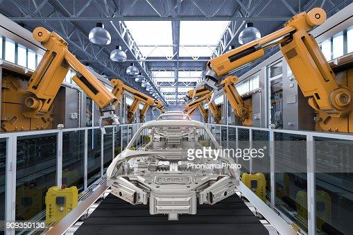 robot en la fábrica de automóviles : Foto de stock
