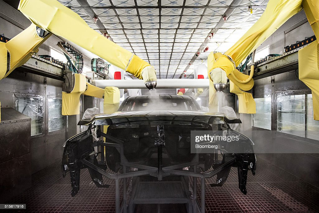 inside the general motor co chevy gmc and cadillac assembly plant ahead of business. Black Bedroom Furniture Sets. Home Design Ideas