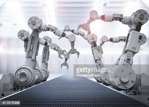 robotic arms with empty conveyor belt : Stock-Foto