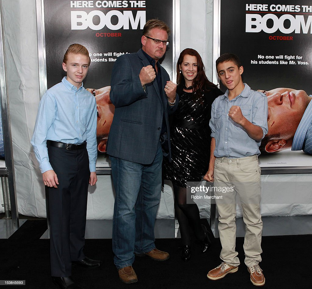 Roc Reuben (C) with family attends the 'Here Comes The Boom' premiere at AMC Loews Lincoln Square on October 9, 2012 in New York City.