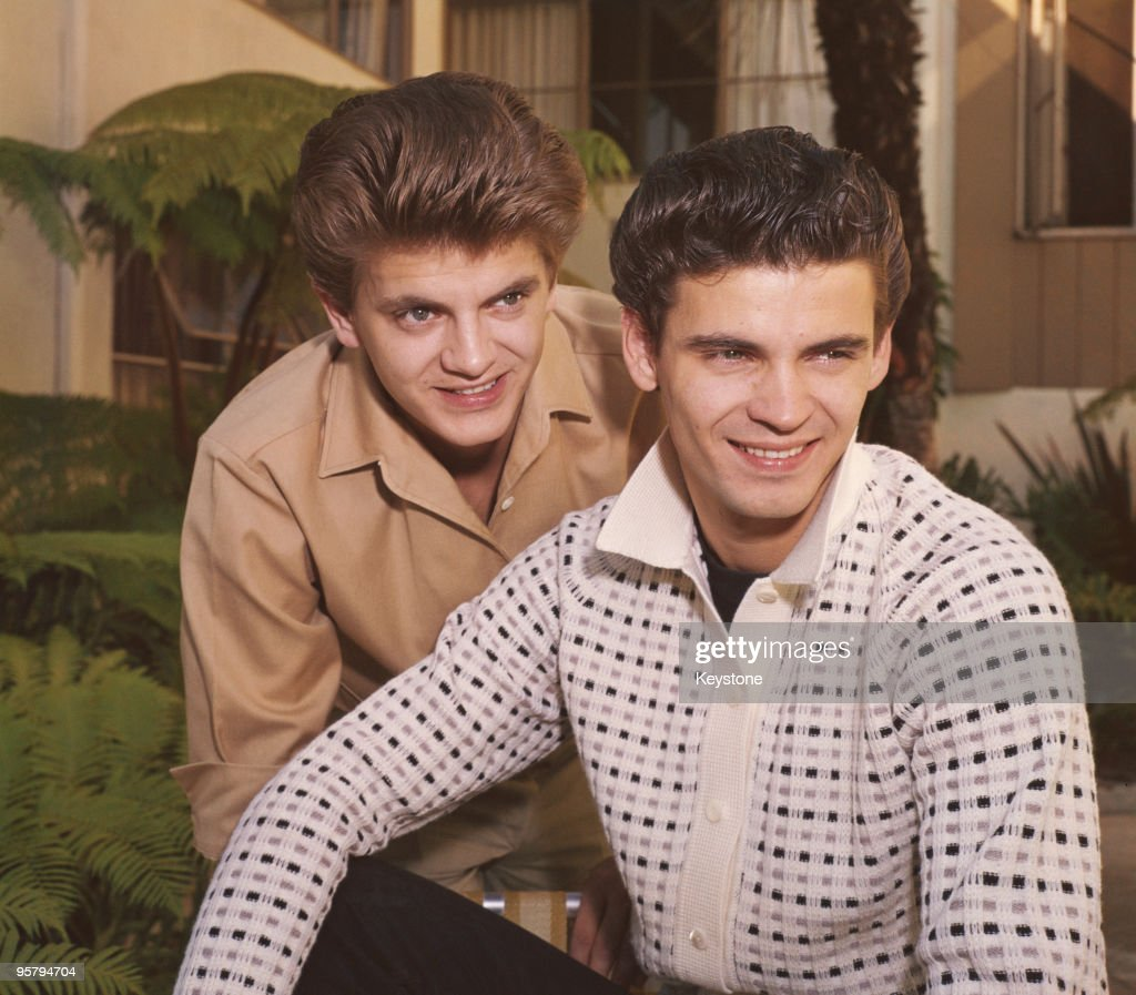 Rock and roll duo The Everly Brothers, Don and <a gi-track='captionPersonalityLinkClicked' href=/galleries/search?phrase=Phil+Everly&family=editorial&specificpeople=241280 ng-click='$event.stopPropagation()'>Phil Everly</a>, circa 1960.