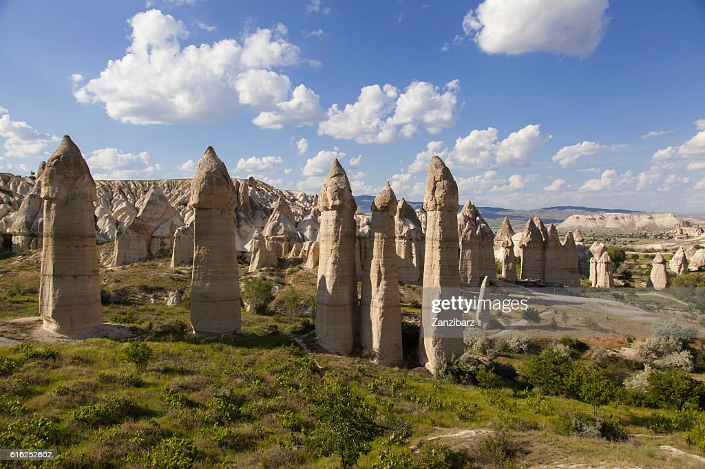 Rock formations at Love valley in Turkey : Foto de stock