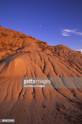 Rock formations in dinosaur provincial park : Photo