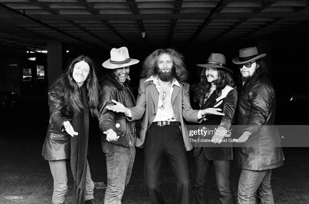 Rock group The Doobie Brothers (L-R <a gi-track='captionPersonalityLinkClicked' href=/galleries/search?phrase=Patrick+Simmons&family=editorial&specificpeople=3533796 ng-click='$event.stopPropagation()'>Patrick Simmons</a>, Tiran Porter, Michael Hossack, <a gi-track='captionPersonalityLinkClicked' href=/galleries/search?phrase=Tom+Johnston&family=editorial&specificpeople=6487183 ng-click='$event.stopPropagation()'>Tom Johnston</a>, John Hartman) pose for a portrait on April 12, 1973 in New York City, New York.