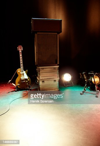 Rock guitar gear on stage : Bildbanksbilder