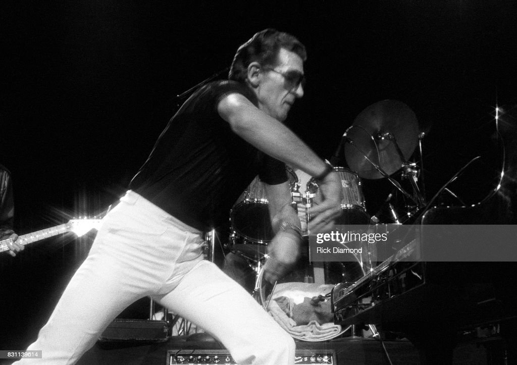 Rock 'N' Roll and country singer Jerry Lee Lewis performs on October 11, 1986 in Atlanta, Georgia.
