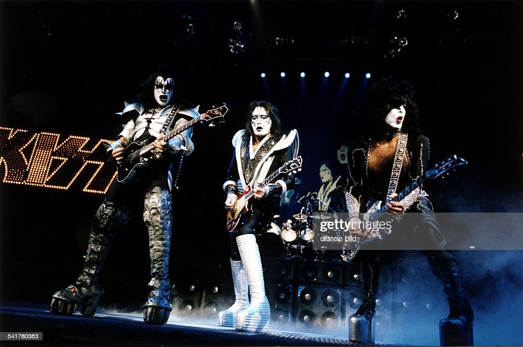 Rockband, USAGene Simmons (l), <a gi-track='captionPersonalityLinkClicked' href=/galleries/search?phrase=Ace+Frehley&family=editorial&specificpeople=226761 ng-click='$event.stopPropagation()'>Ace Frehley</a> (m) undPaul Stanley (r) bei einem Auftritt inKöln