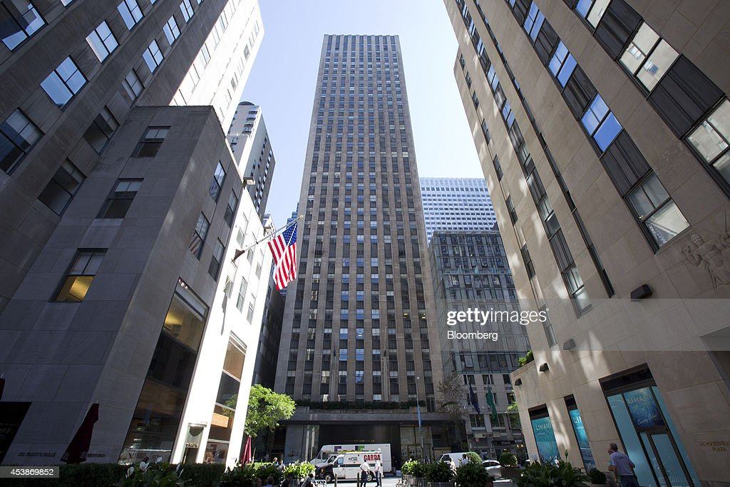 75 Rockefeller Plaza, center, stands in New York, U.S., on Monday, Aug. 18, 2014. New landlord RXR Realty Corp. is upgrading the entire 630,000 square feet. The $150 million project includes raising office ceilings from 7.5 feet (2.3 meters) to 9 feet, and relocating mechanical equipment from the top floor to create new high-priced space, said Scott Rechler, RXRís chief executive officer. Photographer: Jin Lee/Bloomberg via Getty Images