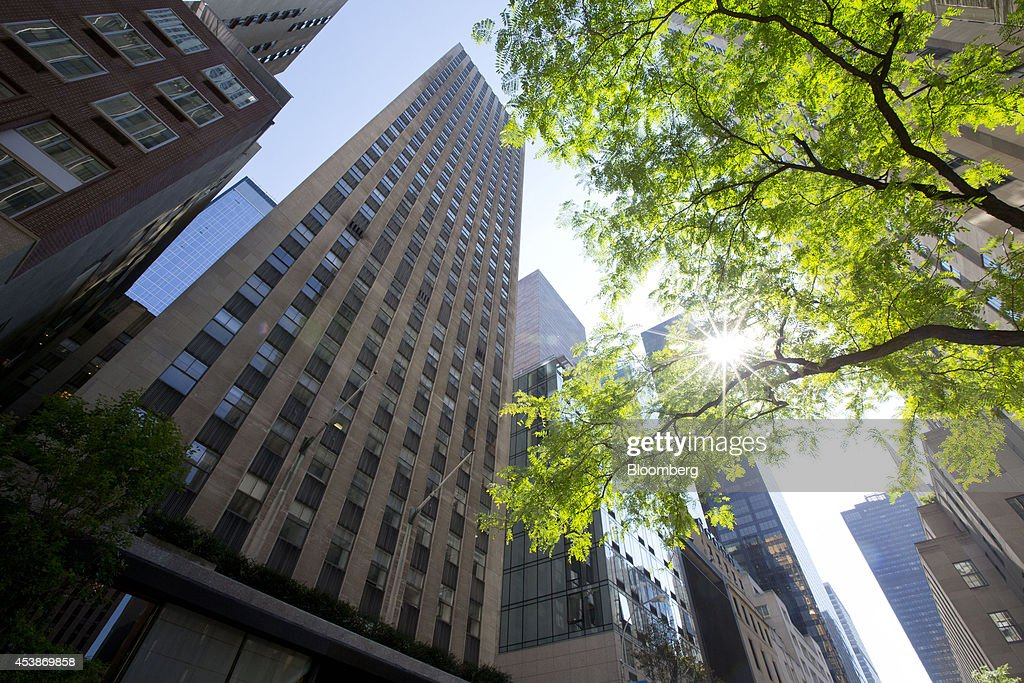 75 Rockefeller Plaza stands in New York, U.S., on Monday, Aug. 18, 2014. New landlord RXR Realty Corp. is upgrading the entire 630,000 square feet. The $150 million project includes raising office ceilings from 7.5 feet (2.3 meters) to 9 feet, and relocating mechanical equipment from the top floor to create new high-priced space, said Scott Rechler, RXRís chief executive officer. Photographer: Jin Lee/Bloomberg via Getty Images