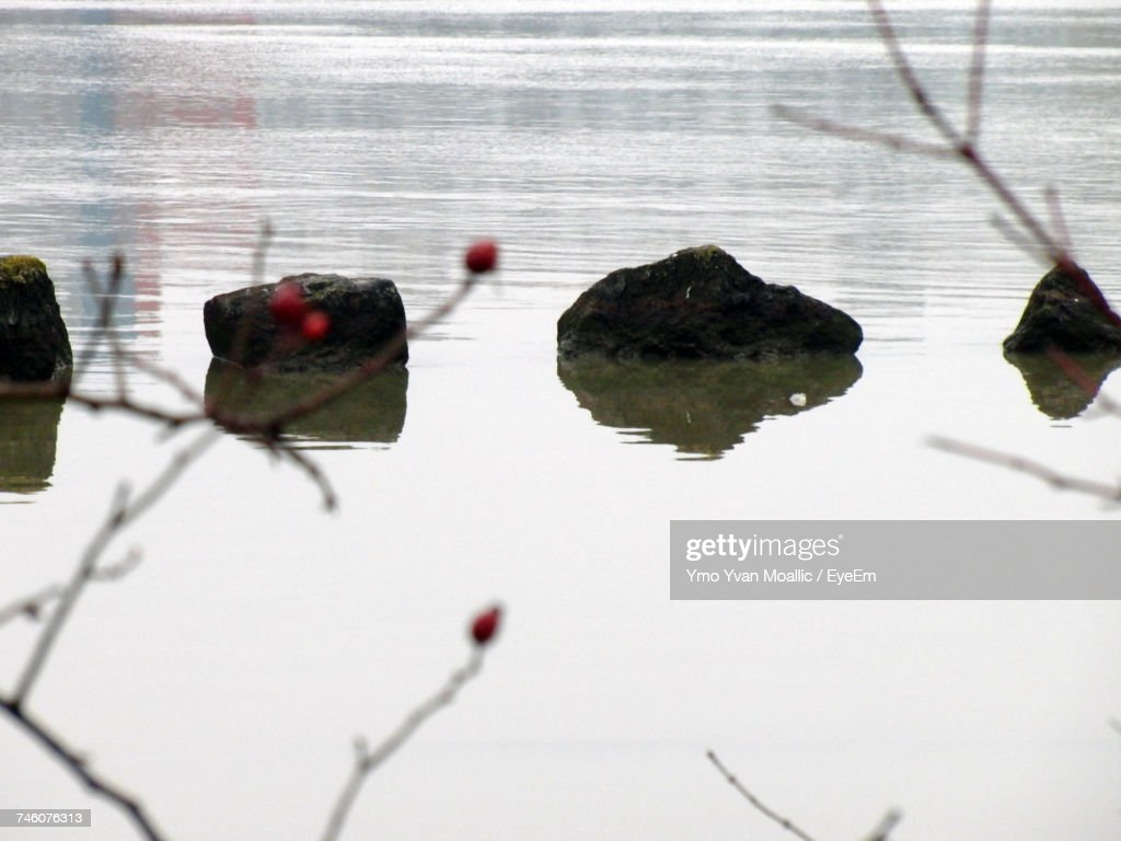 Rocks In Lake : Stock-Foto