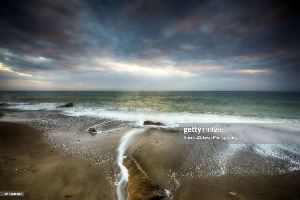 Rocks & waves : Stock Photo