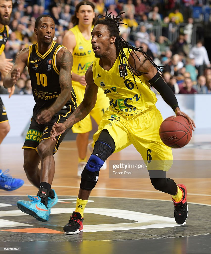 Rocky Trice of the MHP Riesen Ludwigsburg and Robert Lowery of ALBA Berlin during the game between Alba Berlin and the MHP Riesen Ludwigsburg on february 6, 2016 in Berlin, Germany.
