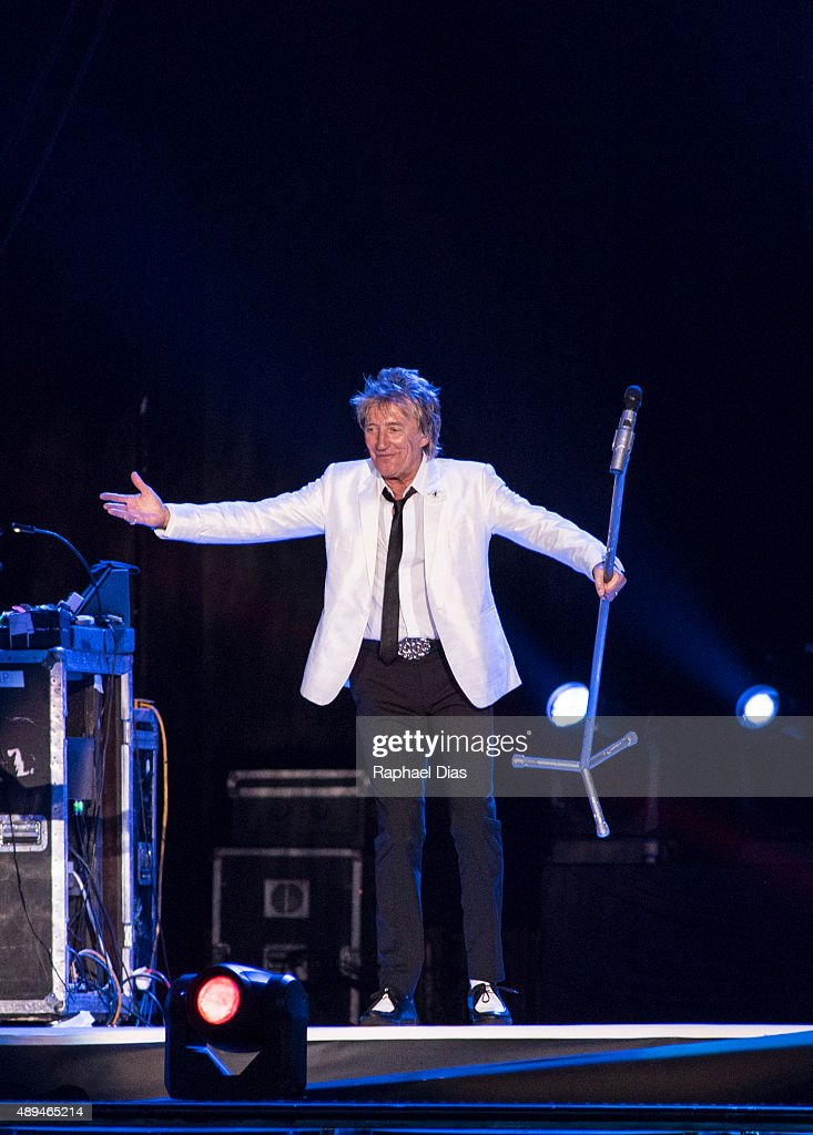 <a gi-track='captionPersonalityLinkClicked' href=/galleries/search?phrase=Rod+Stewart&family=editorial&specificpeople=160467 ng-click='$event.stopPropagation()'>Rod Stewart</a> performs at 2015 Rock in Rio on September 20, 2015 in Rio de Janeiro, Brazil.