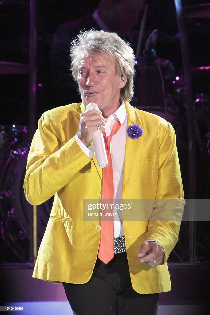 Rod Stewart performs at Mark G. Etess Arena - Trump Taj Mahal on August 23, 2014 in Atlantic City, New Jersey.