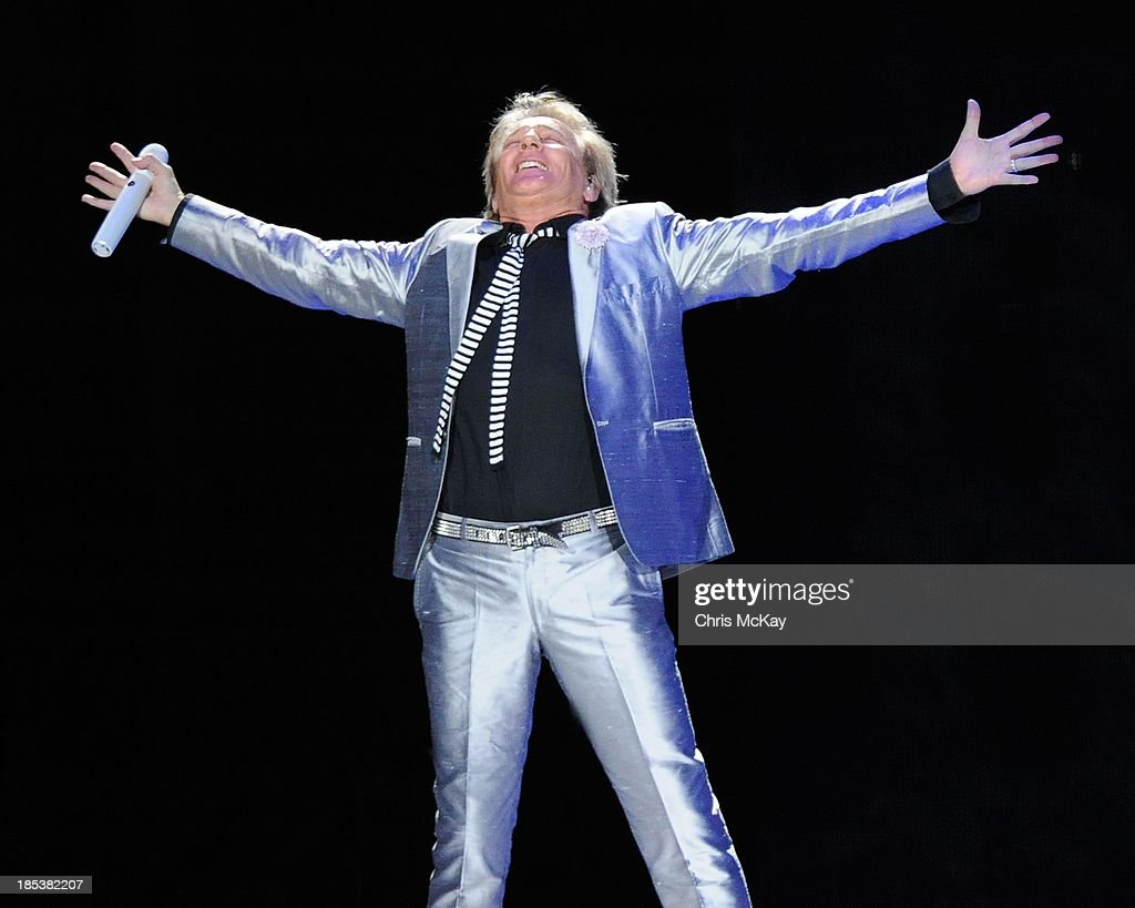 <a gi-track='captionPersonalityLinkClicked' href=/galleries/search?phrase=Rod+Stewart&family=editorial&specificpeople=160467 ng-click='$event.stopPropagation()'>Rod Stewart</a> performs at Philips Arena on October 19, 2013 in Atlanta, Georgia.