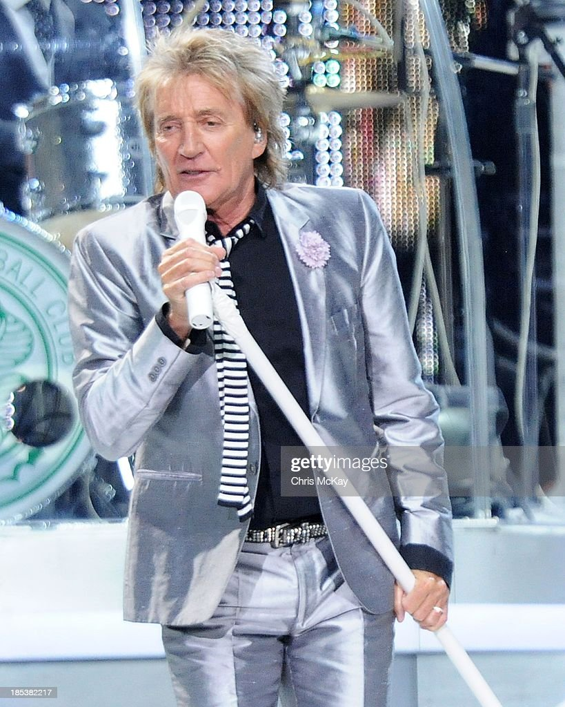 Rod Stewart performs at Philips Arena on October 19, 2013 in Atlanta, Georgia.