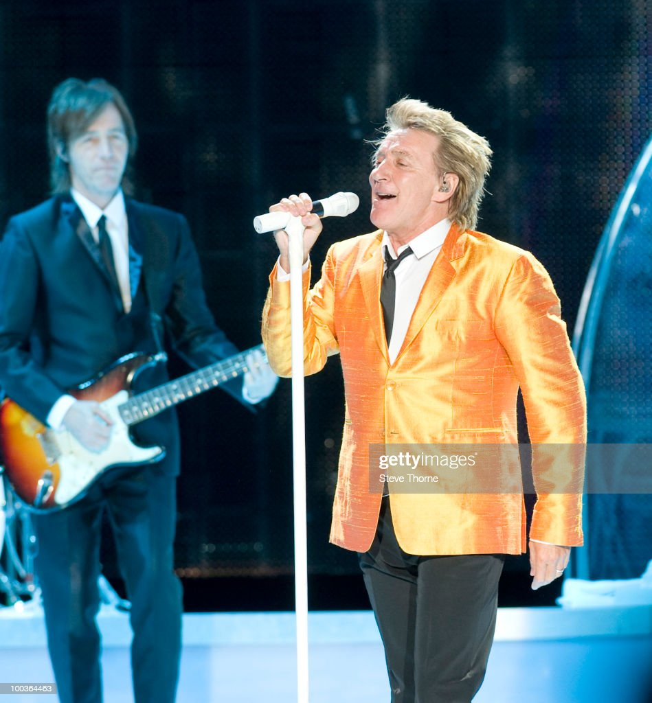Rod Stewart performs on stage at National Indoor Arena on May 22, 2010 in Birmingham, England.