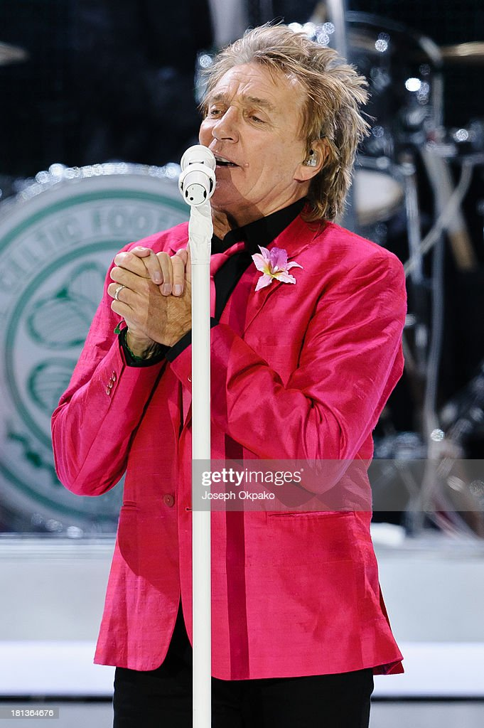 <a gi-track='captionPersonalityLinkClicked' href=/galleries/search?phrase=Rod+Stewart&family=editorial&specificpeople=160467 ng-click='$event.stopPropagation()'>Rod Stewart</a> performs on stage at O2 Arena on September 20, 2013 in London, England.