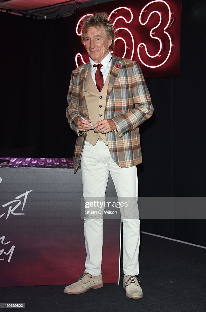 <a gi-track='captionPersonalityLinkClicked' href=/galleries/search?phrase=Rod+Stewart&family=editorial&specificpeople=160467 ng-click='$event.stopPropagation()'>Rod Stewart</a> poses for photographs prior to signing copies of his new album at HMV, Oxford Street on November 2, 2015 in London, England.