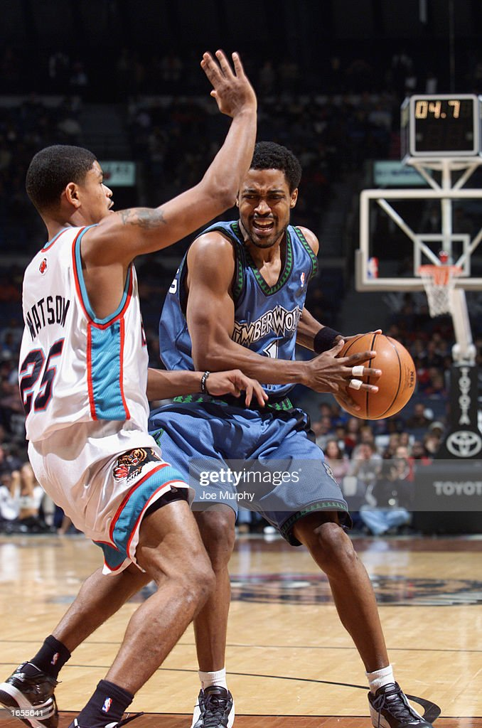 Rod Strickland #1 of the Minnesota Timberwolves is defended by Earl Watson #25 of the Memphis Grizzlies during the NBA game at The Pyramid on November 15, 2002 in Memphis, Tennessee. The Timberwolves won 99-95.