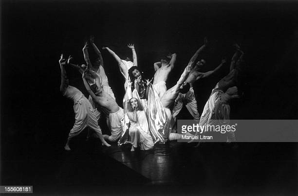 Roddy Julienne singing surrounded by dancers from the troupe of the rock opera 'Starsailor' by Michel Berger and Luc Plamondon on the stage of the...