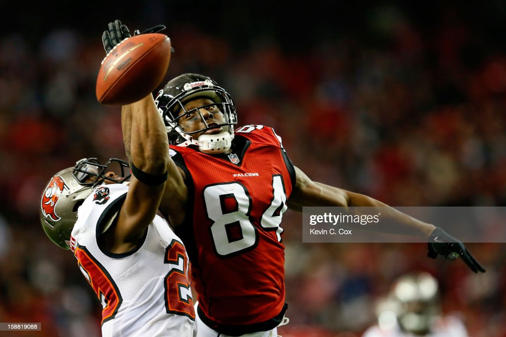 <a gi-track='captionPersonalityLinkClicked' href=/galleries/search?phrase=Roddy+White&family=editorial&specificpeople=750386 ng-click='$event.stopPropagation()'>Roddy White</a> #84 of the Atlanta Falcons fails to pull in this reception against Leonard Johnson #29 of the Tampa Bay Buccaneers at Georgia Dome on December 30, 2012 in Atlanta, Georgia.