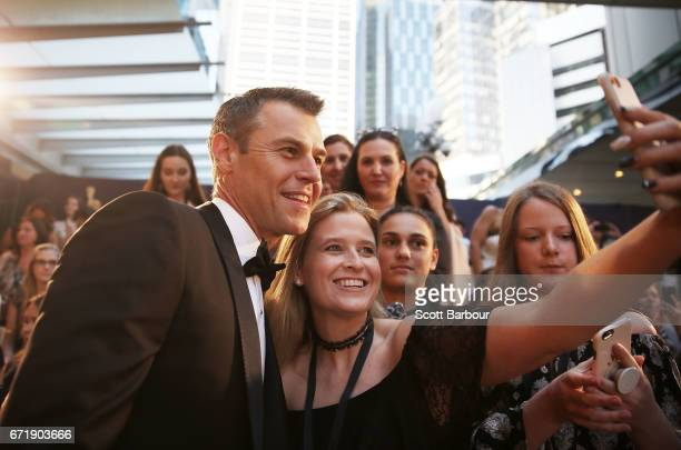 Rodger Corser poses for a selfie with a fan in the crowd as he arrives at the 59th Annual Logie Awards at Crown Palladium on April 23 2017 in...
