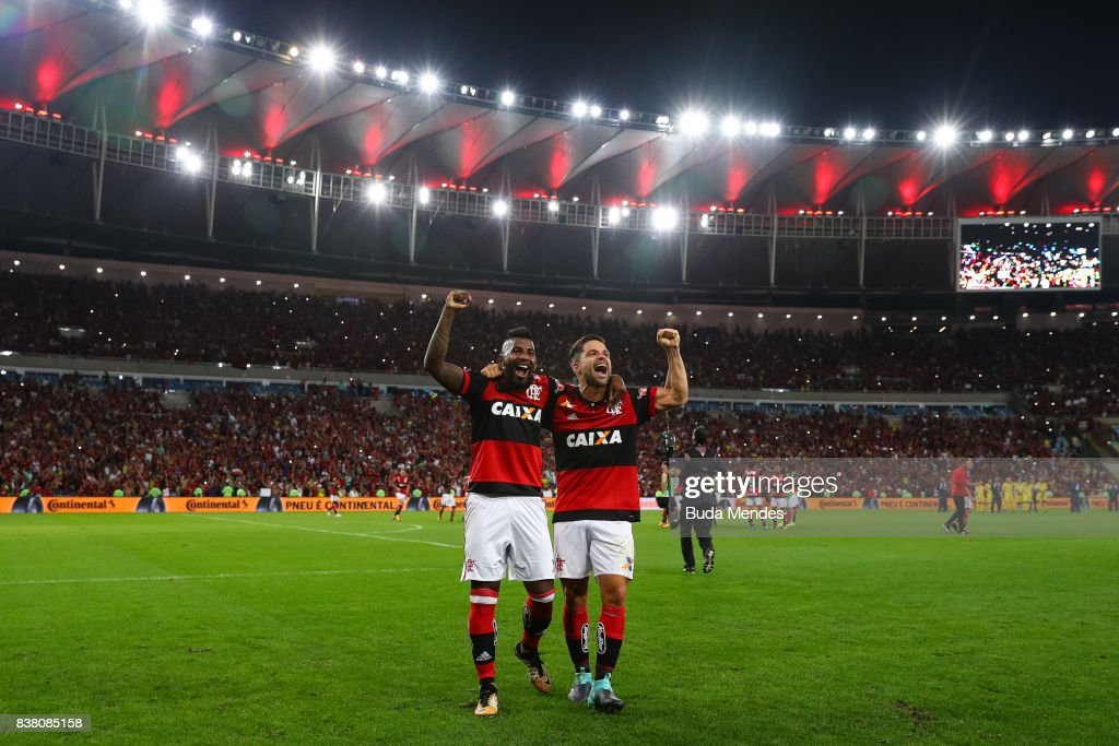 Rodinei (L) and Diego of Flamengo celebrate the victory after a match between Flamengo and Botafogo part of Copa do Brasil Semi-Finals 2017 at Maracana Stadium on August 23, 2017 in Rio de Janeiro, Brazil.