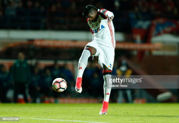 Rodinei of Flamengo takes a shot and scores the opening goal during a group stage match between San Lorenzo and Flamengo as part of Copa CONMEBOL...