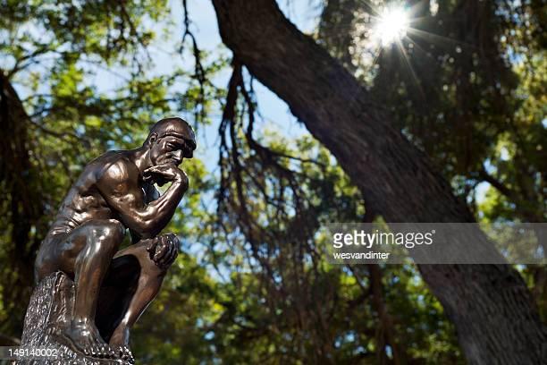 Le Penseur de Rodin en bois