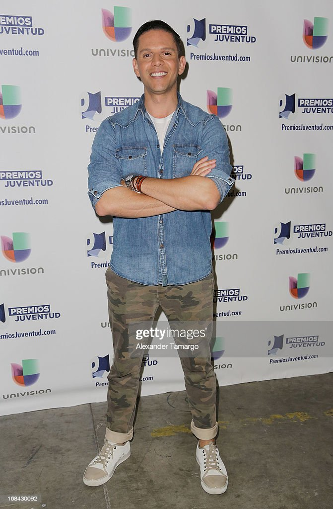 <a gi-track='captionPersonalityLinkClicked' href=/galleries/search?phrase=Rodner+Figueroa&family=editorial&specificpeople=563960 ng-click='$event.stopPropagation()'>Rodner Figueroa</a> attends Univisions Premios Juventud Awards Nominees press conference at Univision Headquarters on May 9, 2013 in Miami, Florida.