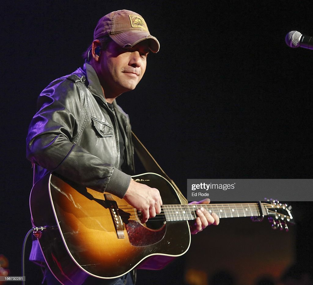 <a gi-track='captionPersonalityLinkClicked' href=/galleries/search?phrase=Rodney+Atkins&family=editorial&specificpeople=4285876 ng-click='$event.stopPropagation()'>Rodney Atkins</a> performs at Ryman Auditorium on November 19, 2012 in Nashville, Tennessee.