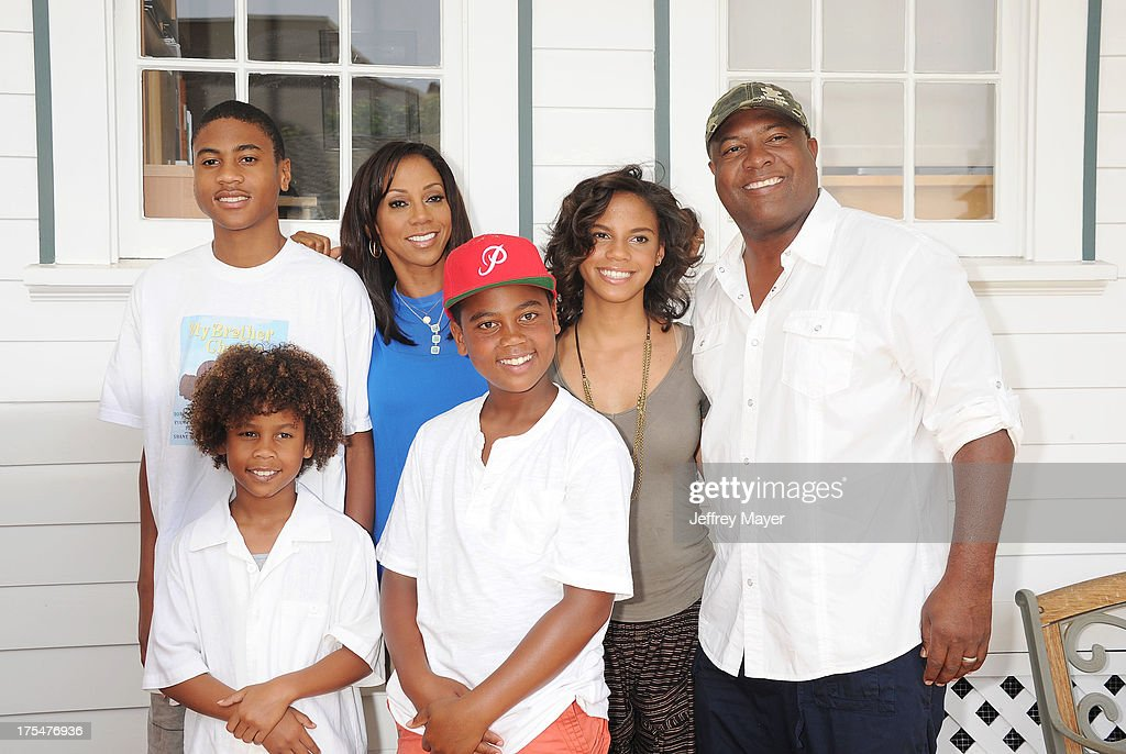 <a gi-track='captionPersonalityLinkClicked' href=/galleries/search?phrase=Rodney+Peete&family=editorial&specificpeople=220342 ng-click='$event.stopPropagation()'>Rodney Peete</a> Jr., Roman Peete, <a gi-track='captionPersonalityLinkClicked' href=/galleries/search?phrase=Holly+Robinson+Peete&family=editorial&specificpeople=213716 ng-click='$event.stopPropagation()'>Holly Robinson Peete</a>, Robinson Peete, Ryan Elizabeth Peete and <a gi-track='captionPersonalityLinkClicked' href=/galleries/search?phrase=Rodney+Peete&family=editorial&specificpeople=220342 ng-click='$event.stopPropagation()'>Rodney Peete</a> arrive at HollyRod Foundation's 4th Annual 'My Brother Charlie' Carnival at Culver Studios on August 3, 2013 in Culver City, California.