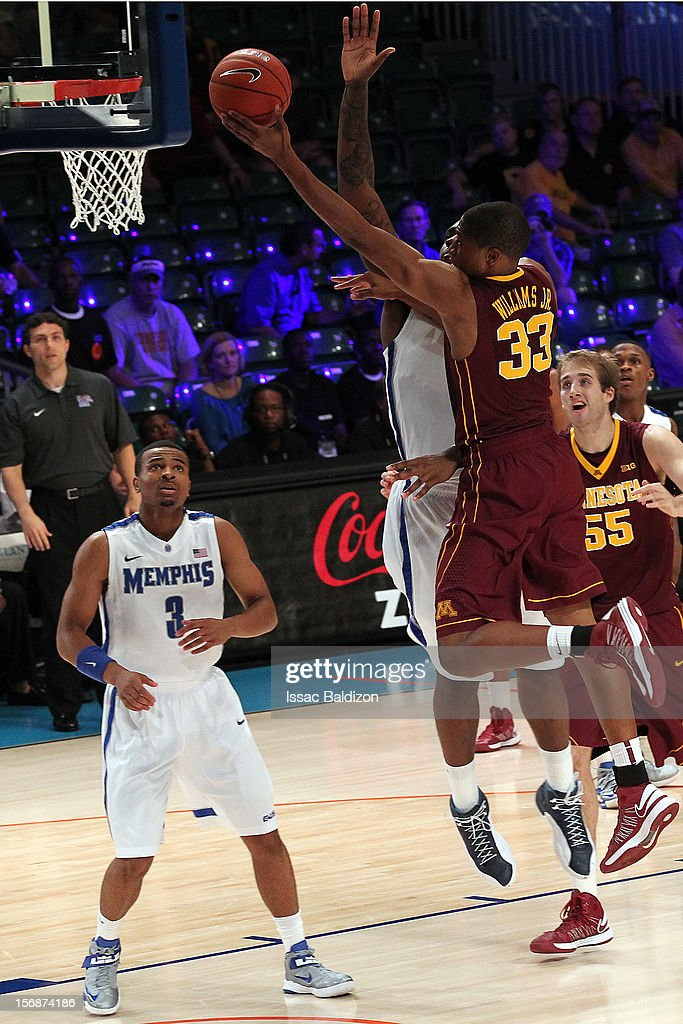 Rodney Williams #33 of the Minnesota Gophers shoots against the Memphis Tigers during the Battle 4 Atlantis tournament at Atlantis Resort November 23, 2012 in Nassau, Paradise Island, Bahamas.