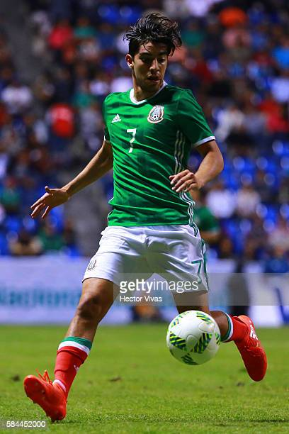Rodolfo Pizarro of Mexico drives the ball during an U23 International Friendly between Mexico and Argentina at Cuauhtemoc Stadium on July 28 2016 in...