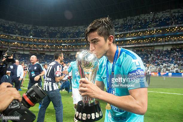 Rodolfo Pizarro of Pachuca kisses the trophy after the Final second leg match between Monterrey and Pachuca as part of the Clausura 2016 Liga MX at...