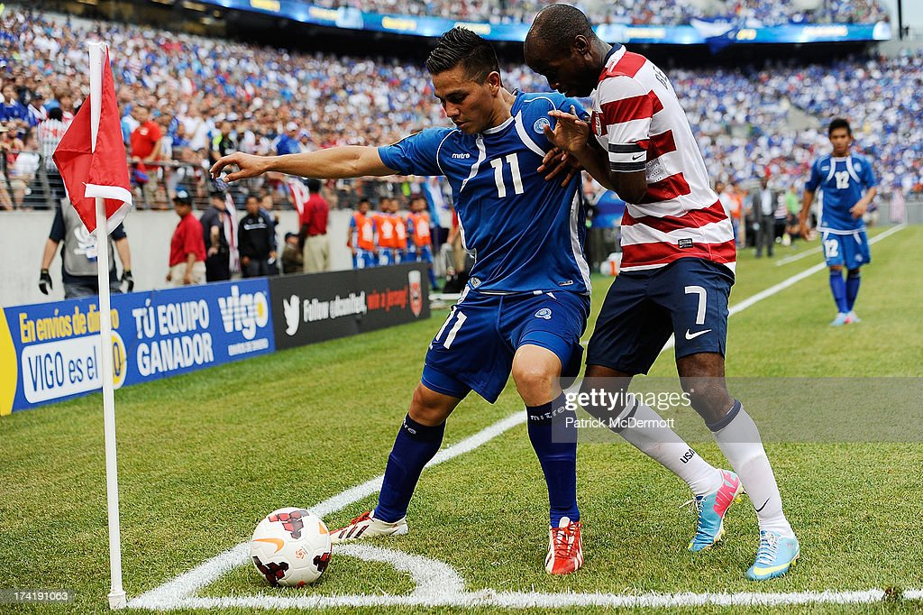Rodolfo Zelaya Garcia of El Salvador battles for the ball against DaMarcus Beasley of the United States in the second half during the 2013 CONCACAF...