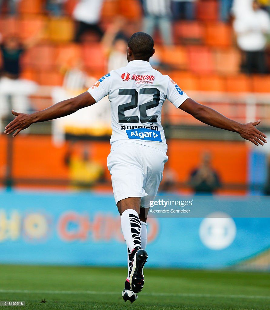 Rodrigao of Santos celebrates their second goal during the match between Santos and Sao Paulo for the Brazilian Series A 2016 at Pacaembu stadium on June 26, 2016 in Sao Paulo, Brazil.