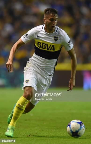 Rodrigo Bentancur of Boca Juniors drives the ball during a match between Boca Juniors and Patronato as part of Torneo Primera Division 2016/17 at...