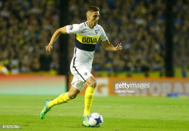 Rodrigo Bentancur of Boca Juniors drives the ball during a match between Boca Juniors and Arsenal as part of Torneo Primera Division 2016/17 at...