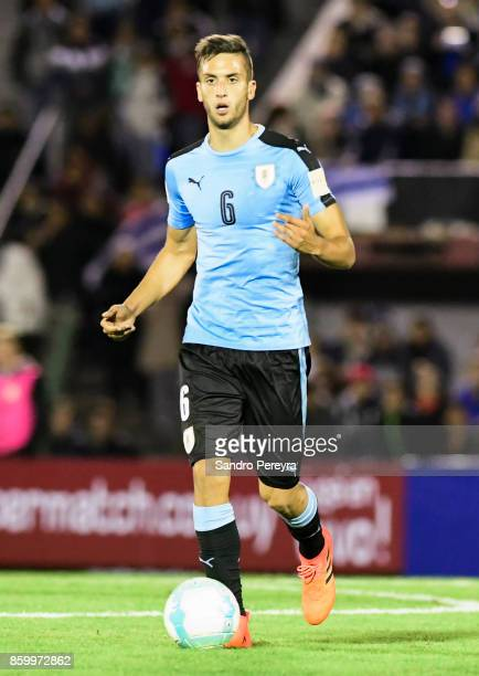 Rodrigo Bentancur of Uruguay drives the ball during a match between Uruguay and Bolivia as part of FIFA 2018 World Cup Qualifiers at Centenario...