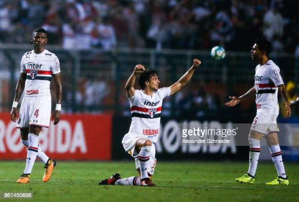 Rodrigo Caio of Sao Paulo celebrates their victory after winning the match between Sao Paulo v Atletico PR for the Brasileirao Series A 2017 at...