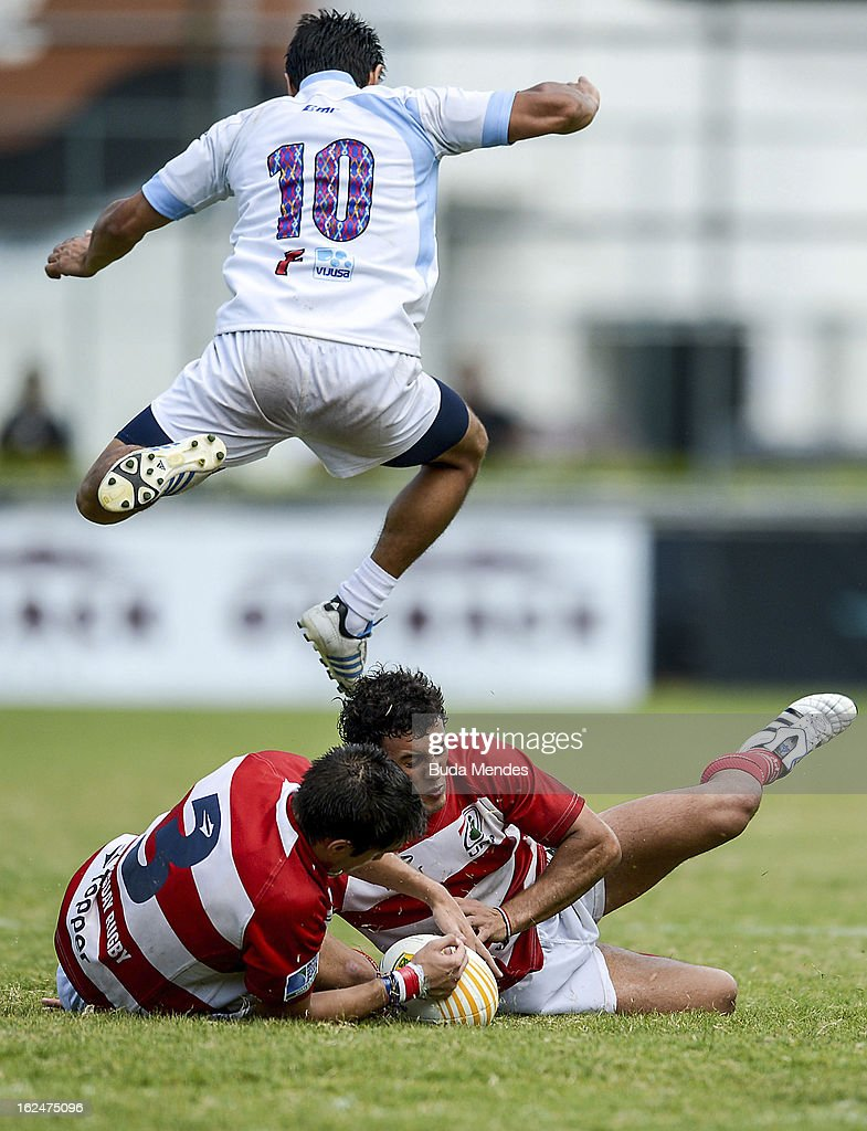 Rodrigo da Rosa (L) of Paraguay (red and white jersey) fight for the ball with Carlos Paz of Guatemala during a rugby match as part of the Rio Sevens 2013 - South American Championship at the Gavea Stadium on February 23, 2013 in Rio de Janeiro, Brazil.