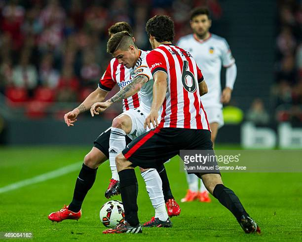 Rodrigo de Paul of Valencia CF duels for the ball with Mikel San Jose of Athletic Club Bilbao during the La Liga match between Athletic Club Bilbao...