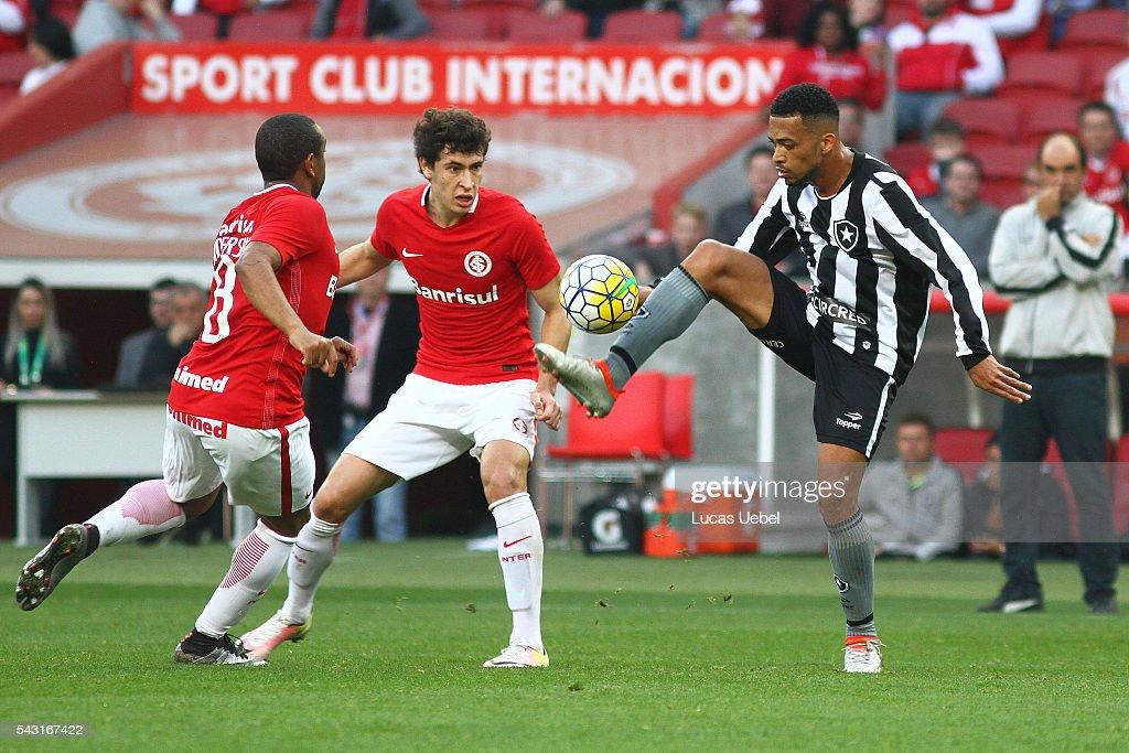 Rodrigo Dourado of Internacional battles for the ball against Luis Ricardo of Botafogo during the match between Internacional and Botafogo as part of Brasileirao Series A 2016, at Estadio Beira-Rio on June 26, 2016, in Porto Alegre, Brazil.