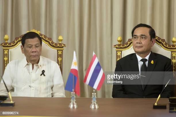 Rodrigo Duterte the Philippines' president left and Prayuth ChanOcha Thailand's prime minister attend a news conference at Government House in...