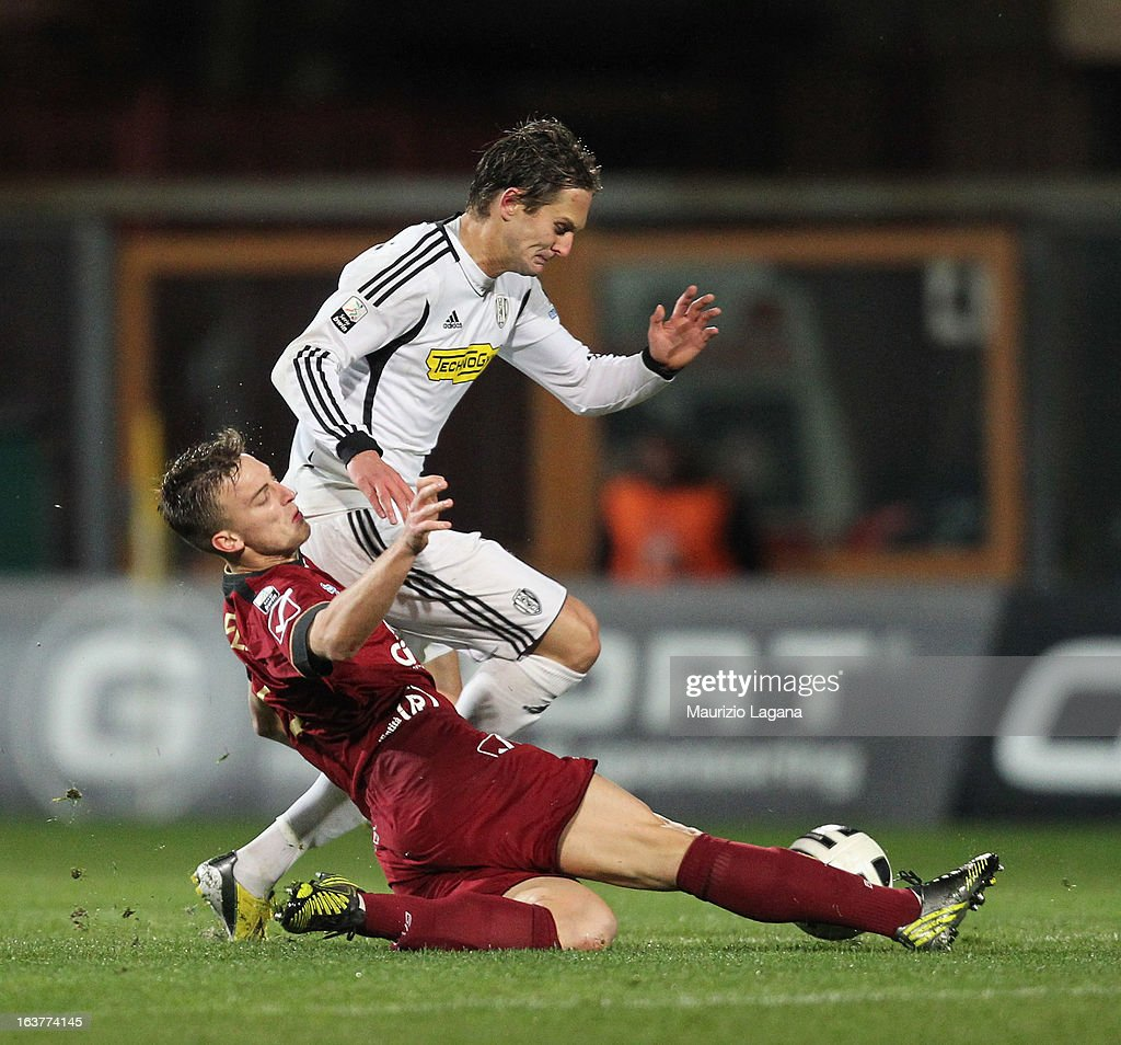 Rodrigo Ely (L) of Reggina Calcio competes for the ball with Damjan Djokovic of AC Cesena during the Serie B match between Reggina Calcio and AC Cesena at Stadio Oreste Granillo on March 15, 2013 in Reggio Calabria, Italy.