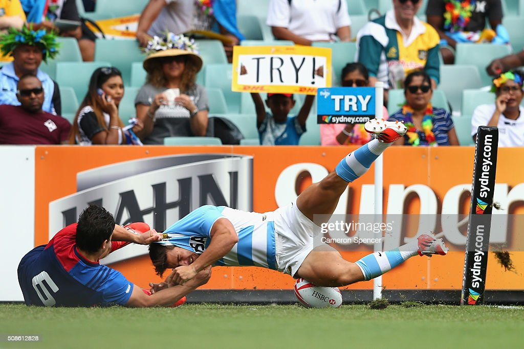 Rodrigo Etchart of Argentina scores a try during the 2016 Sydney Sevens match between Argentina and France at Allianz Stadium on February 6, 2016 in Sydney, Australia.
